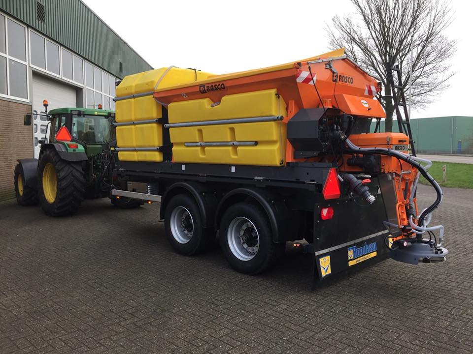 Combined spreading now available for winter service tractors